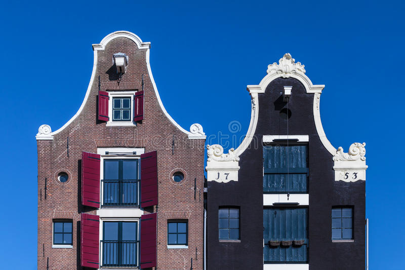 Détail de deux maisons néerlandaises de canal à Amsterdam photo stock