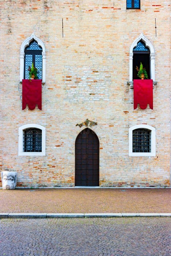 Détail de façade d'hôtel de ville de Portogruaro photo stock