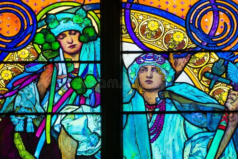 Détail de fenêtre en verre teinté d'Art nouveau photos stock