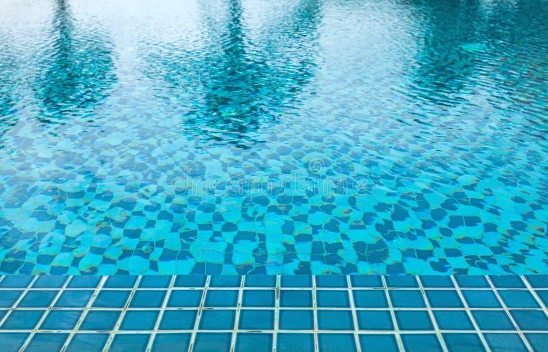 Détail de fond de l'eau de piscine images stock