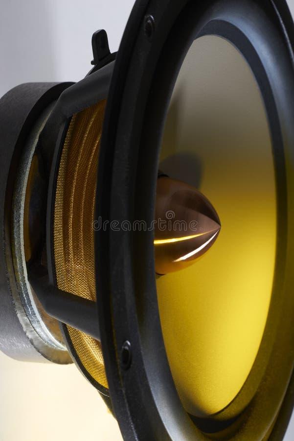 Détail de haut-parleur lumineux par jaune image stock
