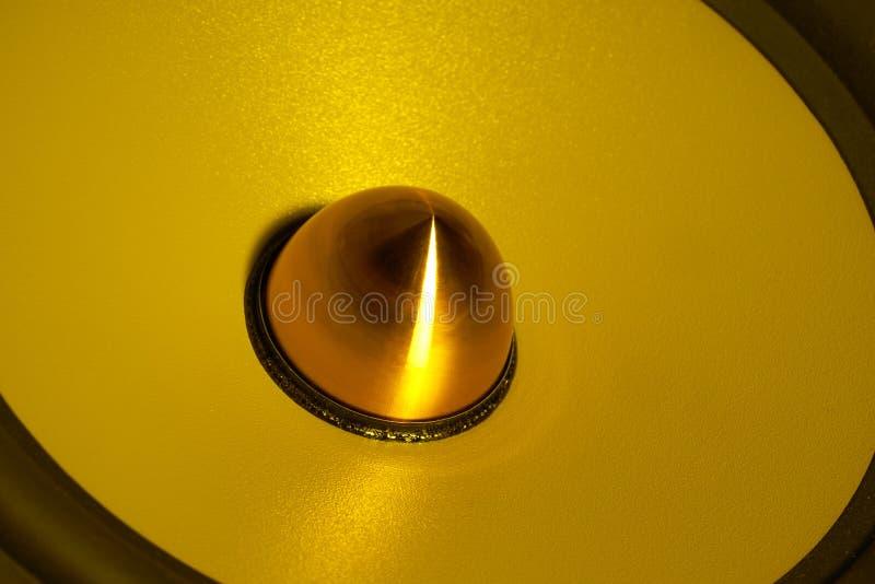 Détail de haut-parleur lumineux par jaune image libre de droits