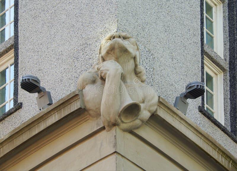 Détail de la conception du coin de la façade de la maison en style d'Art Nouveau image stock
