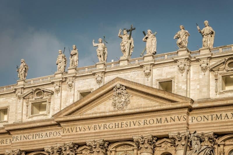 Détail de la façade de la basilique du ` s de St Peter à Vatican, Rome Italie photographie stock