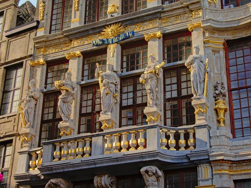 Détail de la façade d'une maison médiévale de guilde sur la place de Bruxelles Grand Place image libre de droits