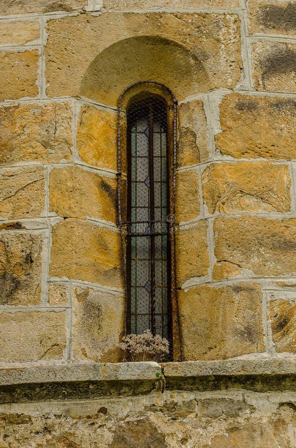 Détail de la fenêtre de l'église collégiale de San Salvador de Cantamuda Palencia image stock