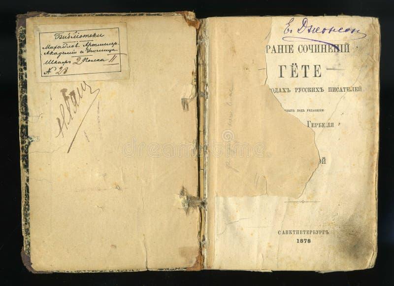 Détail de la page titre Vieux livre ouvert dans la langue russe photo libre de droits