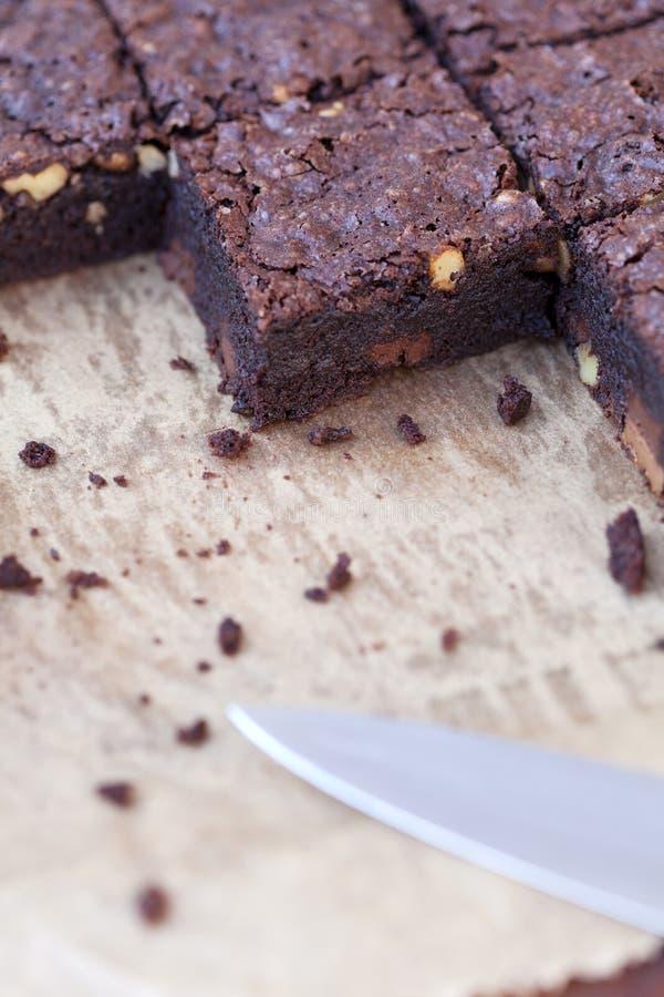 Détail de la place des 'brownie' sur le papier de cuisson photographie stock