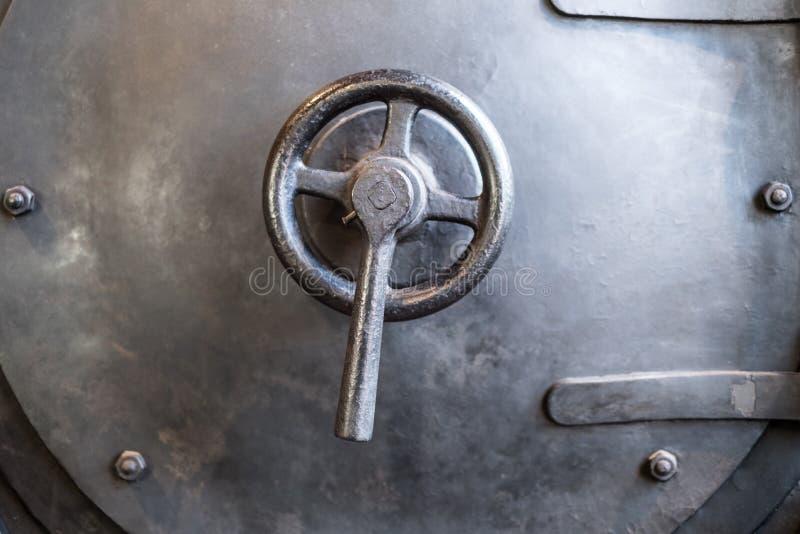 Détail de la valve en laiton de la vieille chaudière de train de vapeur - image stock