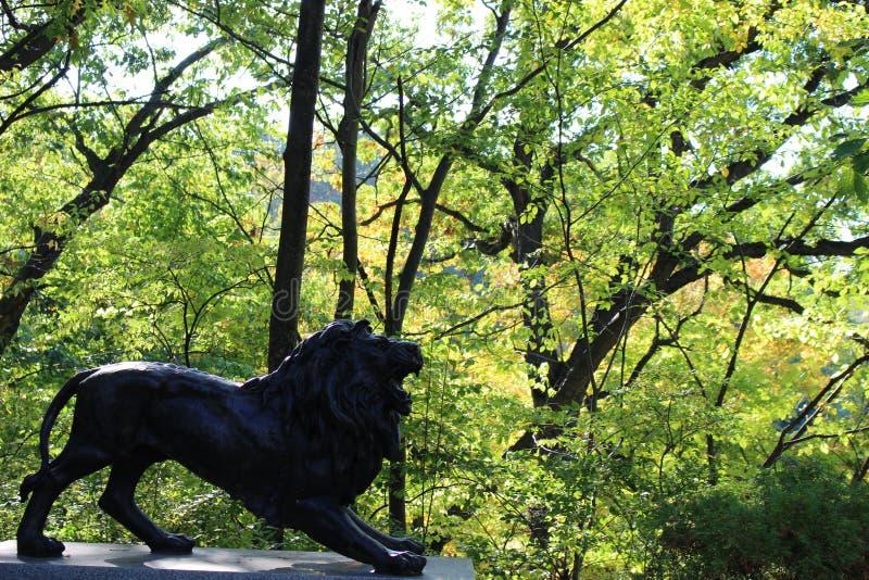 Détail de lion au cimetière de Lakeview photos libres de droits