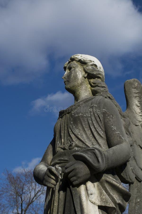 Détail de monument d'ange dans le cimetière de la Virginie Occidentale photographie stock
