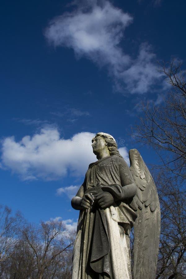 Détail de monument d'ange dans le cimetière de la Virginie Occidentale photos libres de droits