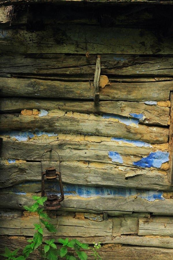 Détail de mur traditionnel en bois abandonné de maison photographie stock libre de droits