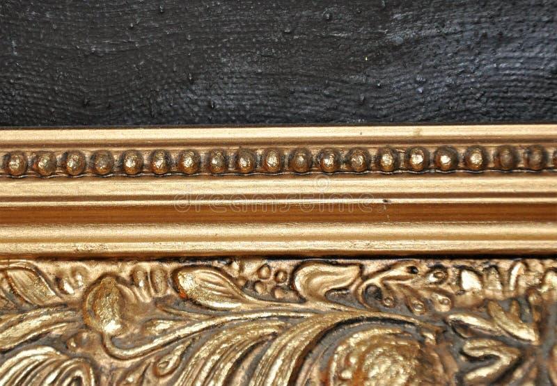 Détail de plan rapproché de cadre antique de vieil or en bronze photos stock