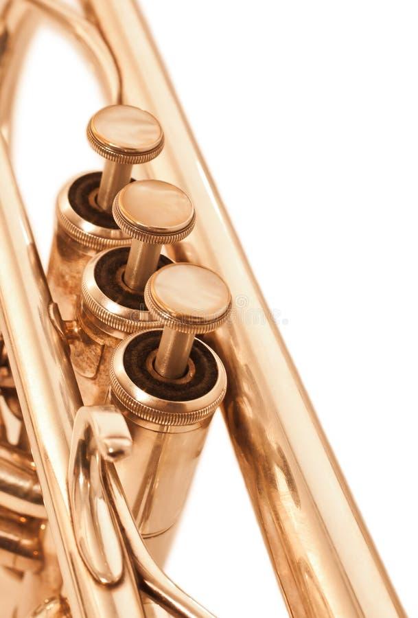 Détail de plan rapproché de trompette dans des tons d'or images libres de droits