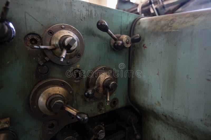 Détail de quelques leviers d'une vieille machine d'impression photos libres de droits