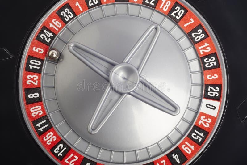Détail de roulette de casino avec la boule en nombre cinq jeu images libres de droits