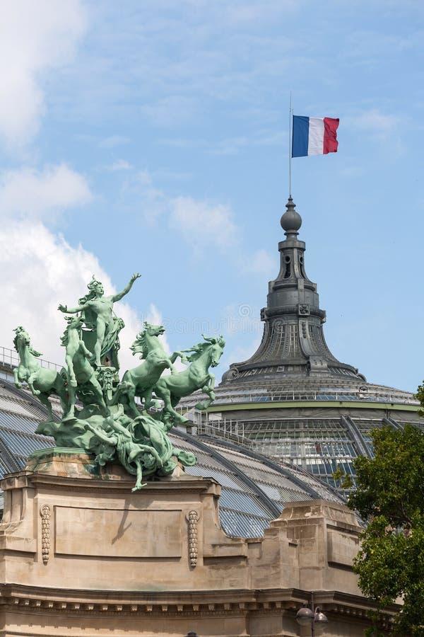 Détail de sculpture en cheval au palais grand à Paris images libres de droits
