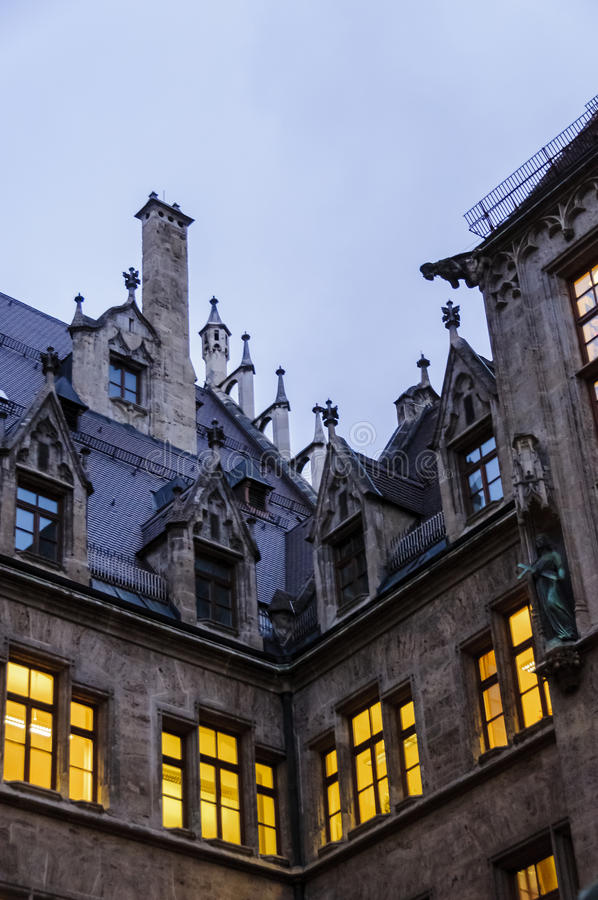 Détail de toit d'hôtel de ville de Munich images libres de droits