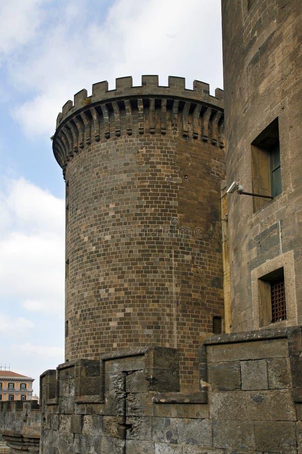 Détail de tour Castel Nuovo Maschio Angioino - à Naples - l'Italie photo stock