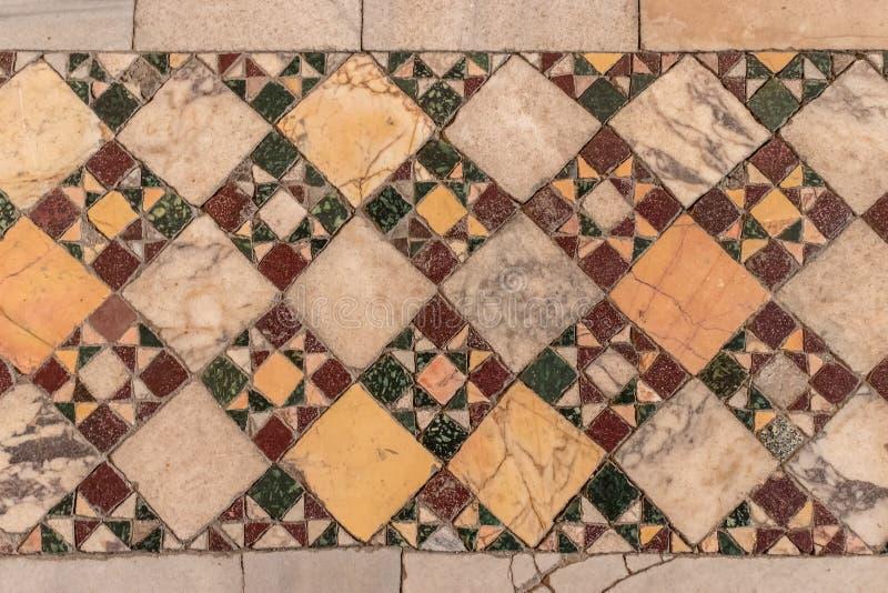 Détail de vieille mosaïque en céramique abstraite photos stock