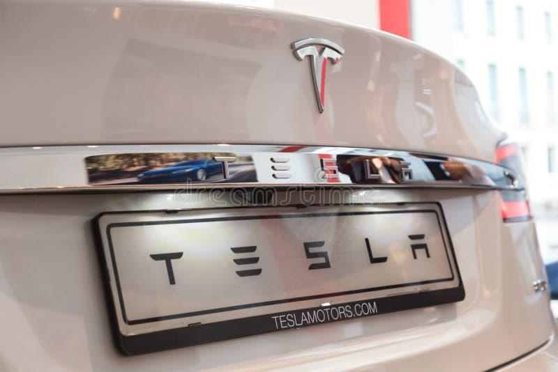 Détail de voiture du modèle S de Tesla à Milan, Italie photos stock