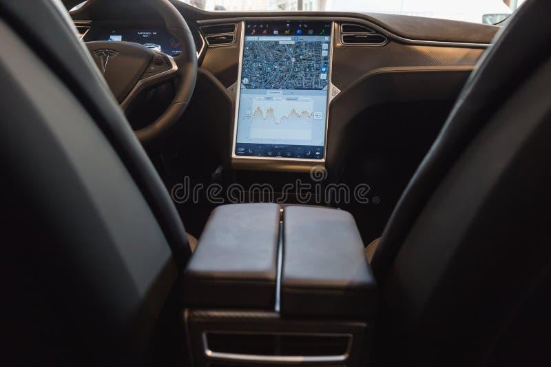 Détail de voiture du modèle S de Tesla à Milan, Italie photographie stock