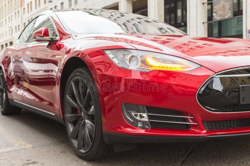 Détail de voiture du modèle S de Tesla à Milan, Italie photo stock