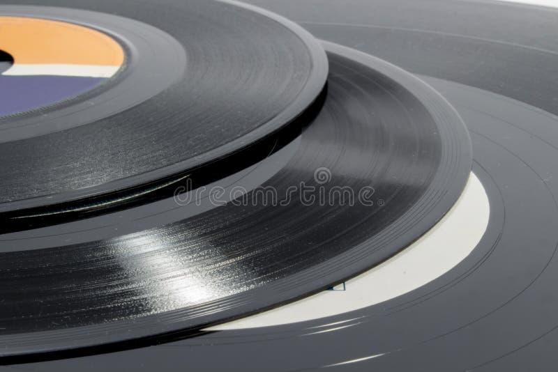 Détail des cannelures sur des disques vinyle de différentes tailles photos stock