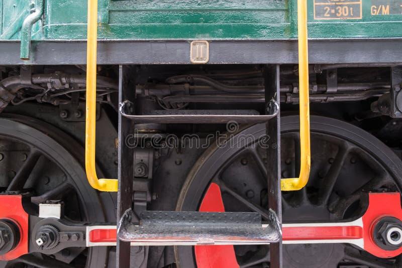 Détail des roues sur le moteur de train image stock