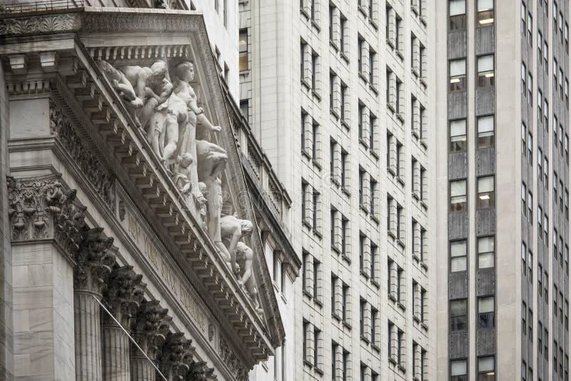 Détail du bâtiment de la Bourse de New York à Wall Street à New York photos stock
