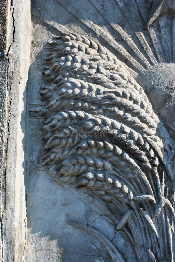 Détail du bas-relief, une gerbe d'oreilles de blé, décoration des escaliers à l'académie pédagogique de construction ukrainienne, images stock