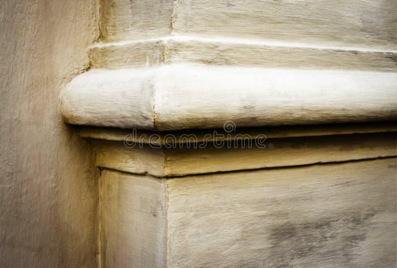 Détail du coin du bâtiment antique photographie stock
