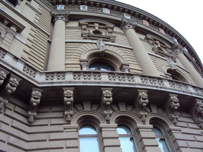 Détail du palais historique au centre de Berne images libres de droits