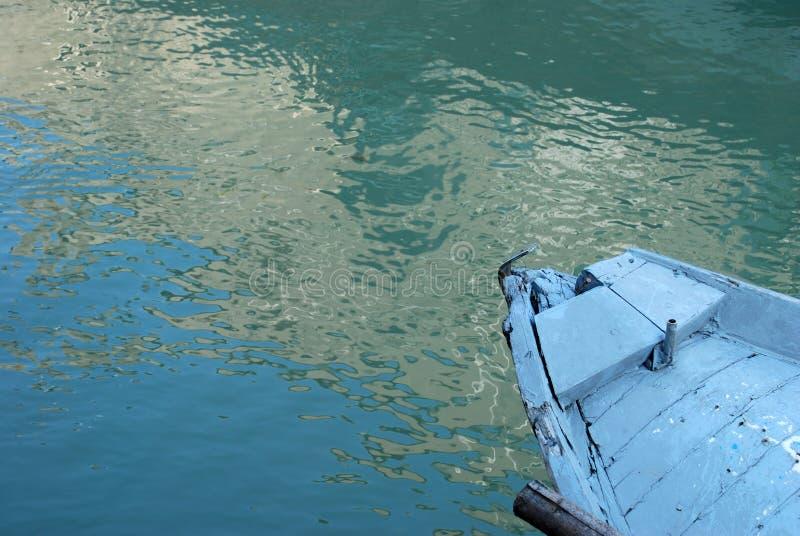 Détail en bois bleu de bateau photos stock