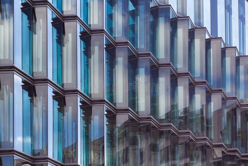 Détail en verre moderne de façade, architecture abstraite image libre de droits