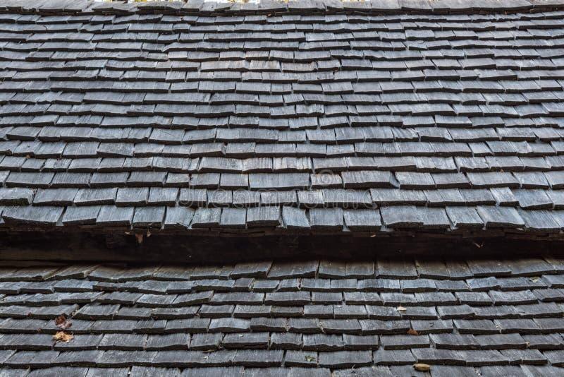 Détail extérieur de toit en bois de bardeau d'une vieille carlingue de rondin appalachienne images stock