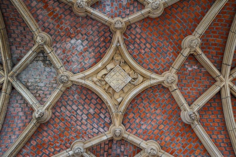 Détail gothique de l'hôtel de ville médiéval dans Mechelen images libres de droits