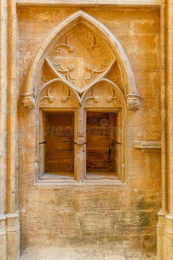 Détail gothique intérieur de décoration de l'abbaye célèbre de Cluny, France images libres de droits