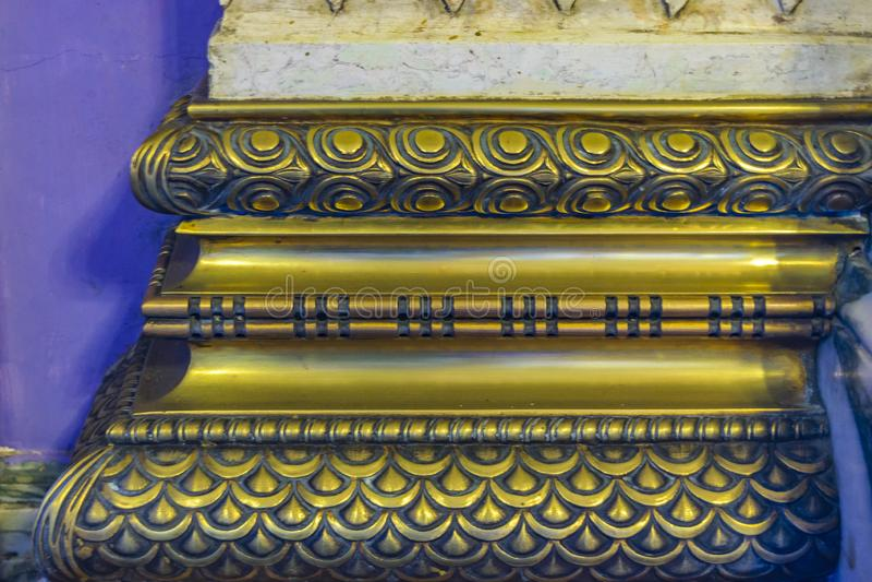 Détail intérieur fleuri d'or de colonne photo libre de droits