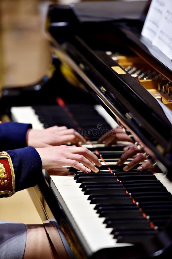 Détail militaire d'interprétation de piano d'orchestre image stock