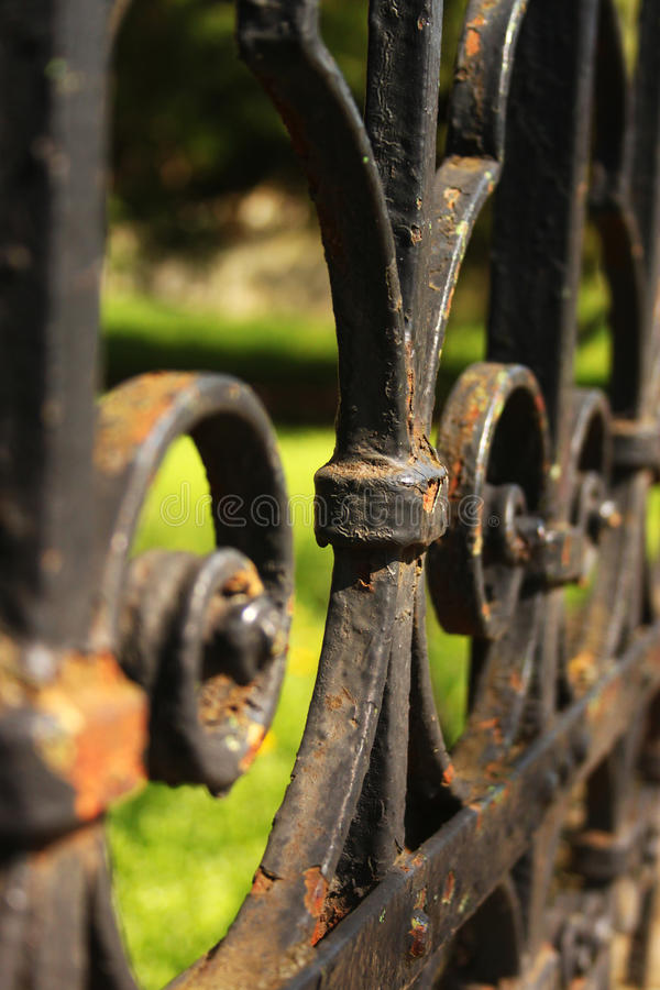 Détail noir de barrière de fer photos stock