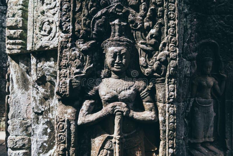 Détail ornemental en façade du temple antique d'Angkor Vat au Cambodge photographie stock