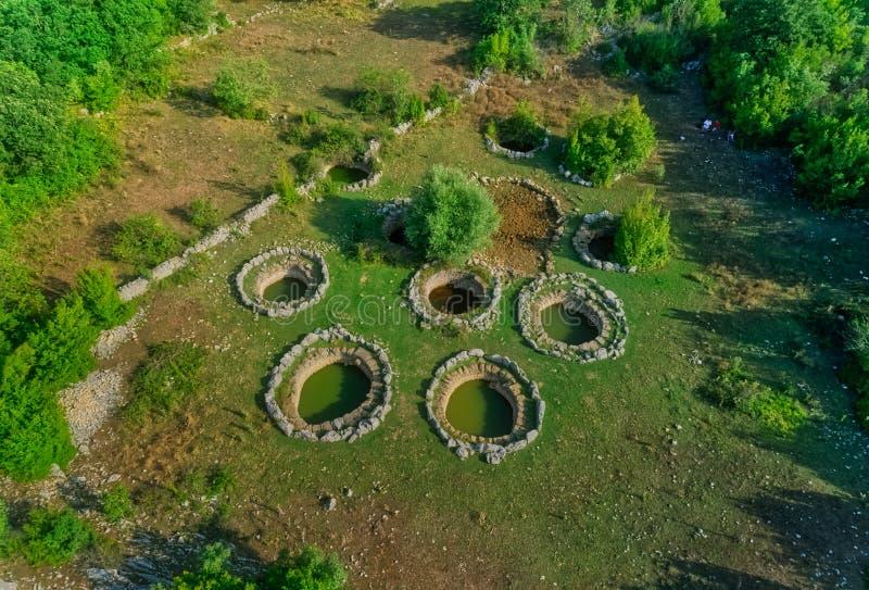 Détail romain de puits dans Rajcice près de fente photographie stock libre de droits