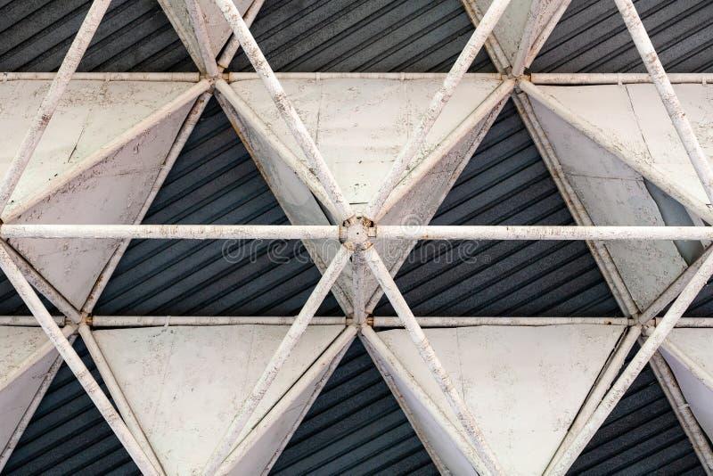 Détail supérieur d'architecture de toit en acier de construction industriel abr?gez le fond photographie stock