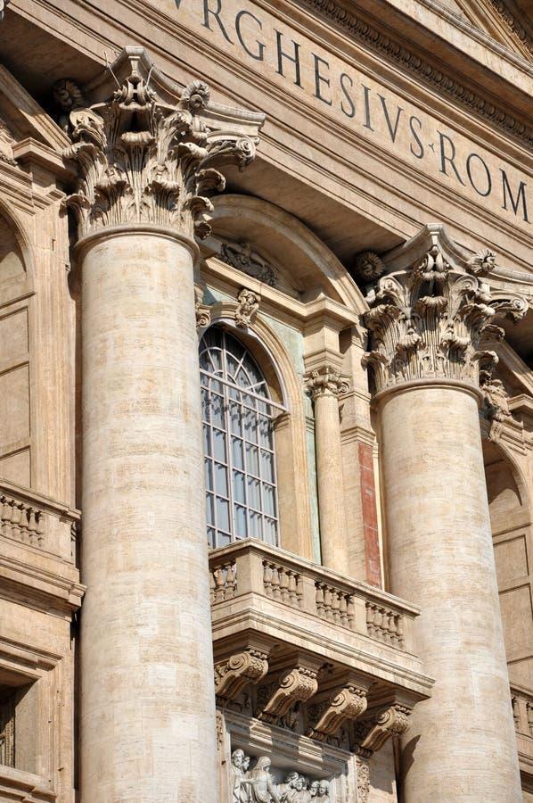 Détails architecturaux sur la basilique de San Pietro, Vatican photos libres de droits