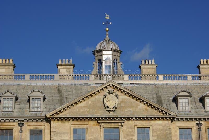 Détails classiques décoratifs de façade photos stock
