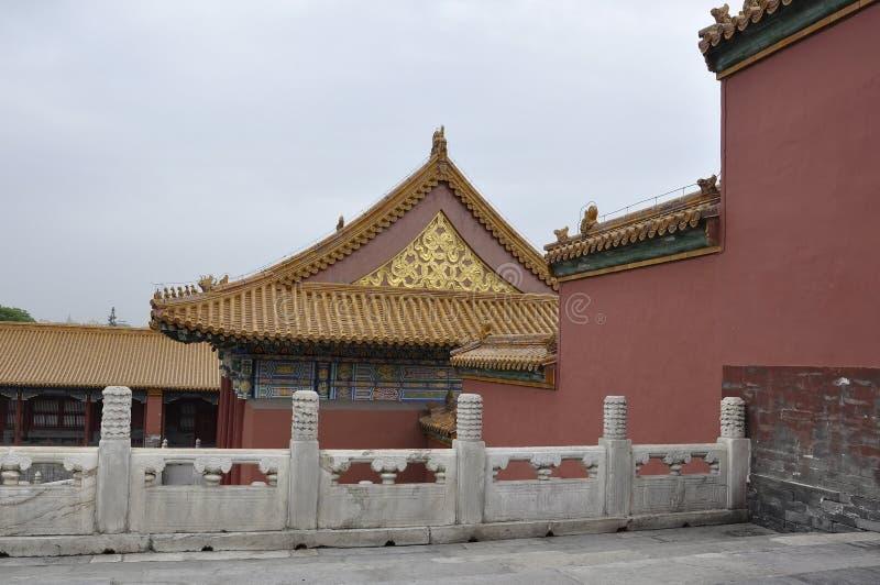 Détails découpés de toit du palais impérial dans le Cité interdite de Pékin photos stock