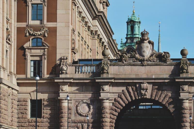 Détails d'art et de décor sur le bâtiment de la Chambre du Parlement de la Suède à Stockholm images stock