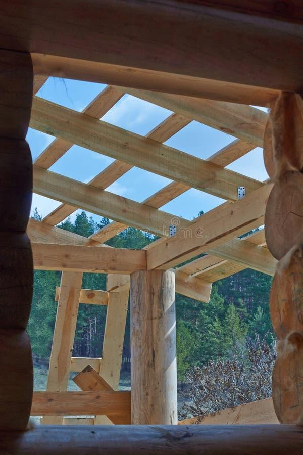 Détails d'une maison de rondin en construction image stock